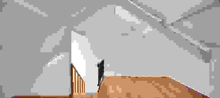 Renovação de uma casa em Viseu Escritórios modernos por BAU UAU ARQUITECTURA Moderno