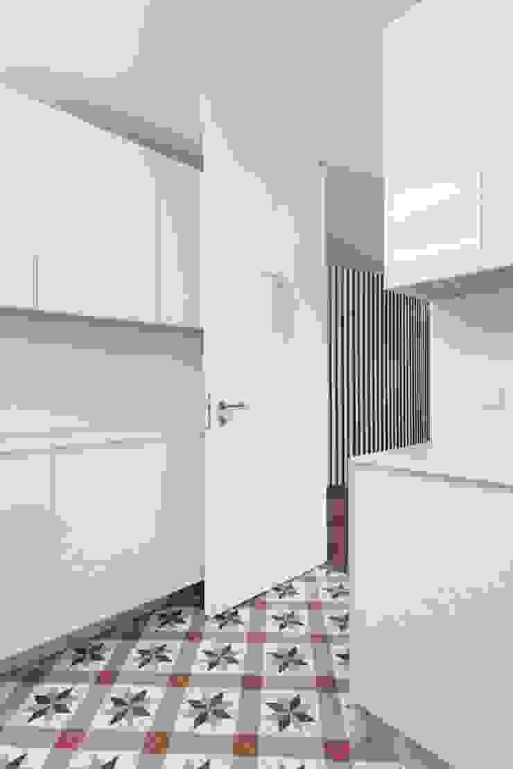 Renovação de uma casa em Viseu Cozinhas modernas por BAU UAU ARQUITECTURA Moderno