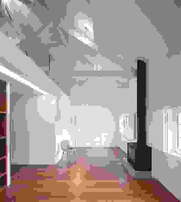 Renovação de uma casa em Viseu Salas de estar modernas por BAU UAU ARQUITECTURA Moderno