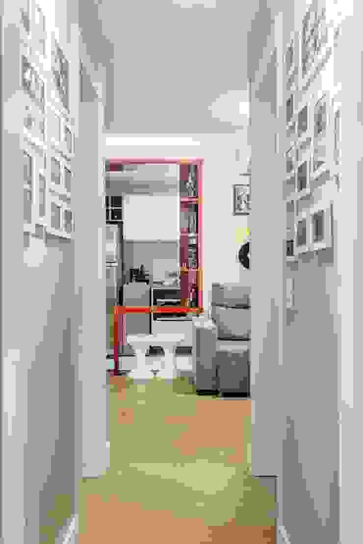 モダンスタイルの 玄関&廊下&階段 の Ambientta Arquitetura モダン
