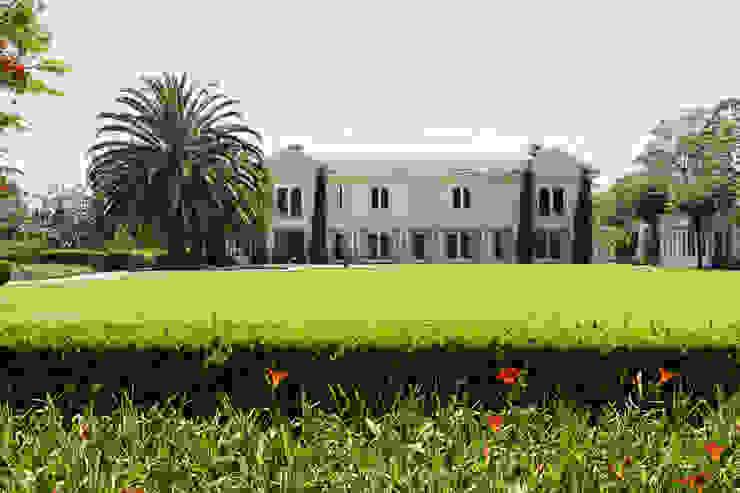 Casa em Barueri Luciana Moraes Paisagismo Jardins clássicos