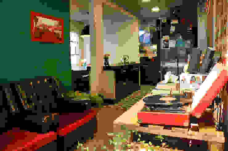 Oleari Arquitetura e Interiores 廚房收納櫃與書櫃