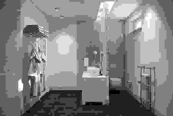 Industrial style bathroom by Дизайн студия Алёны Чекалиной Industrial