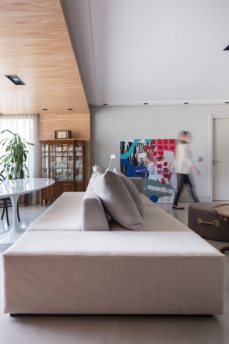APARTAMENTO ABC Salas de estar minimalistas por AMBIDESTRO Minimalista Madeira Efeito de madeira