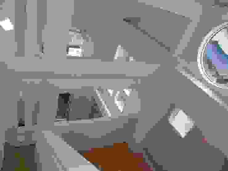 A邸 オリジナルスタイルの 玄関&廊下&階段 の 伊澤設計 オリジナル