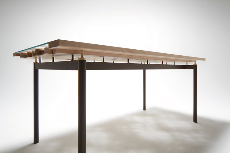 Ostinato seriese Dining Table: MOCTAVEが手掛けた現代のです。,モダン
