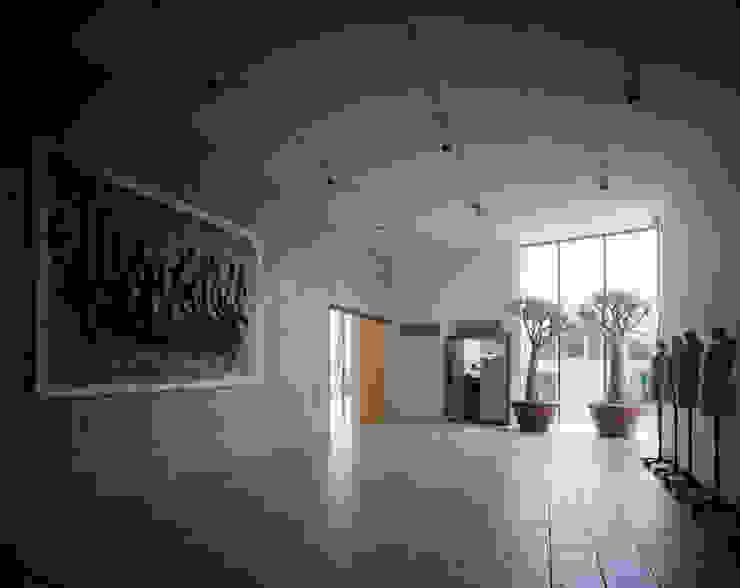奥池のアトリエ モダンデザインの 多目的室 の 株式会社 小林恒建築研究所 モダン