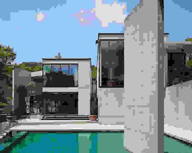 Pool by 株式会社  小林恒建築研究所, Modern