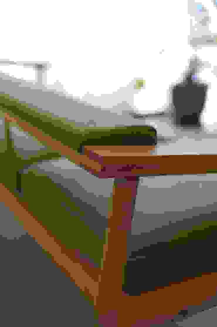 BASSO SOFA: NATURE FURNISHが手掛けた折衷的なです。,オリジナル 木 木目調