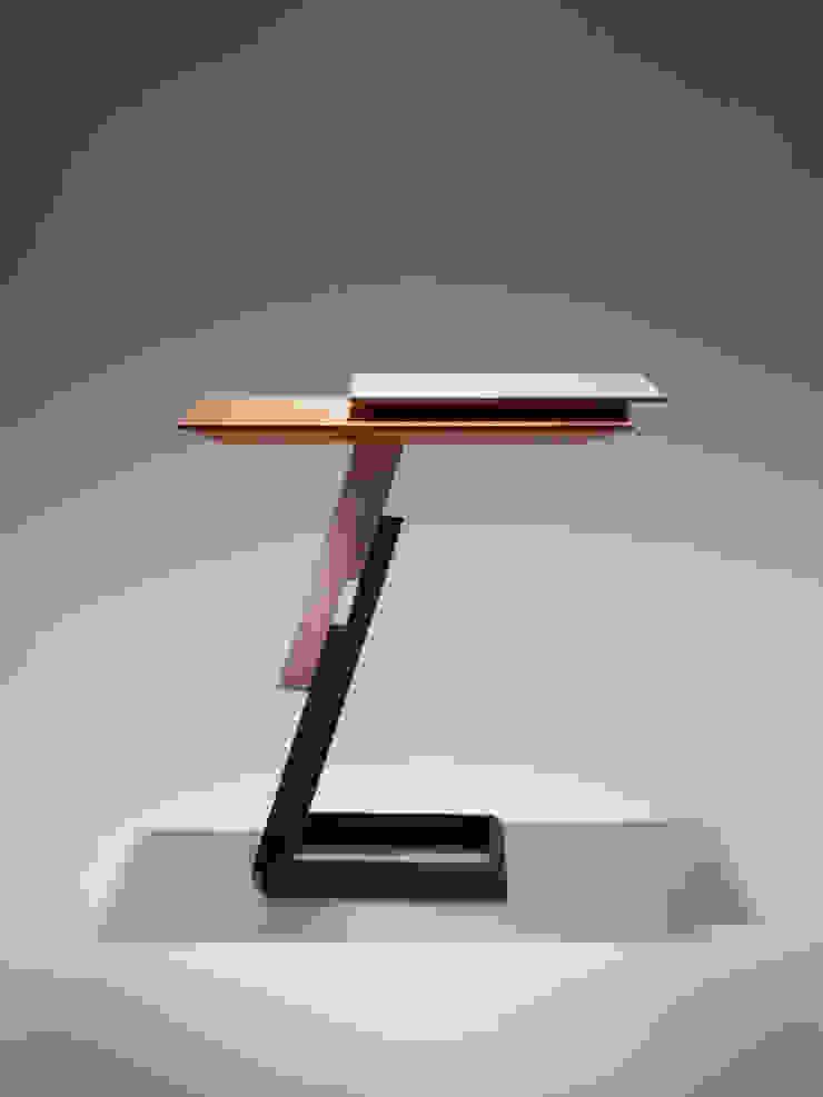 Lante Side Table: MOCTAVEが手掛けた現代のです。,モダン