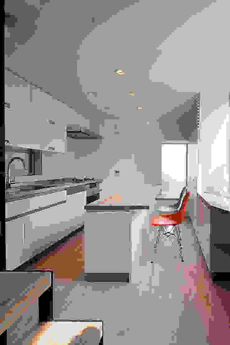 根來宏典建築研究所 ห้องครัว ไม้ White