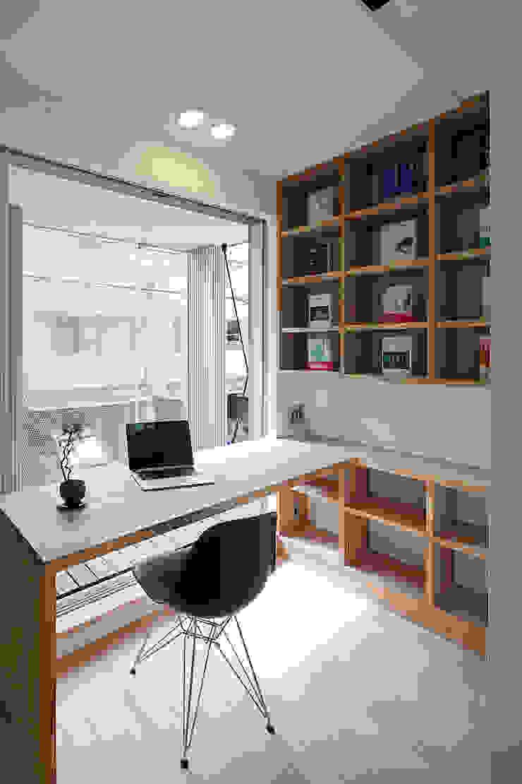 根來宏典建築研究所 ห้องทำงาน/อ่านหนังสือ ไม้ White