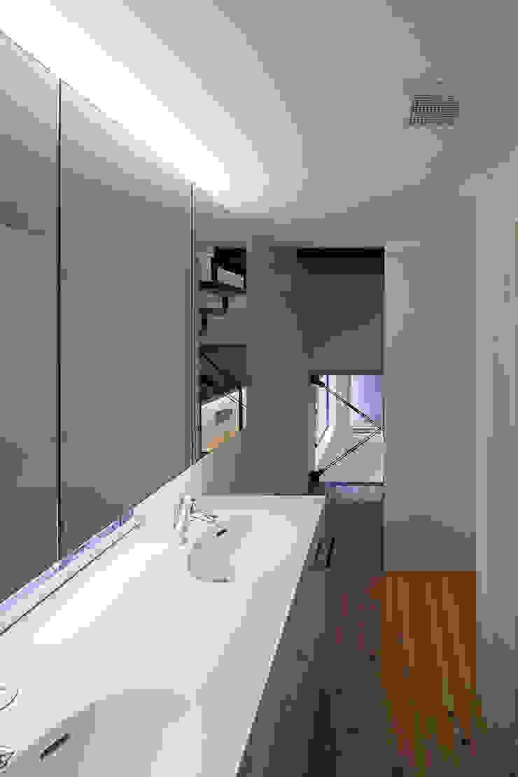 根來宏典建築研究所 ห้องน้ำ ไม้ White