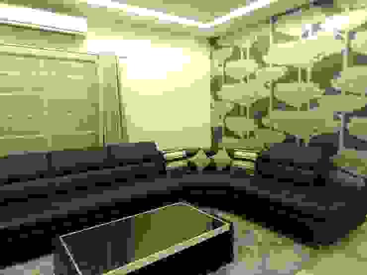 Maddineni Residence Modern living room by Freelance Designer Modern