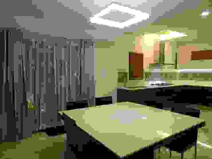 Maddineni Residence Modern dining room by Freelance Designer Modern