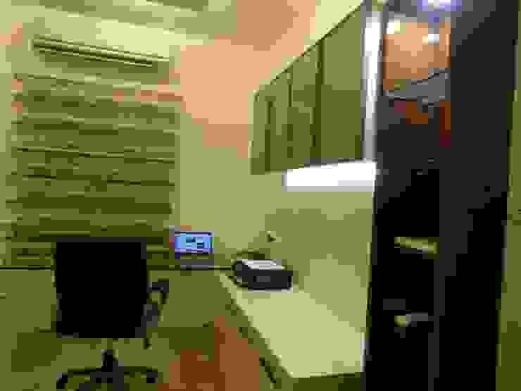 Maddineni Residence Modern study/office by Freelance Designer Modern
