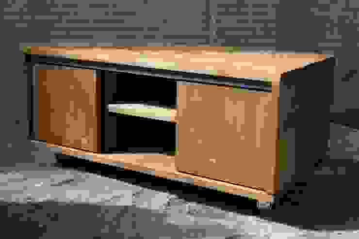 Tv-meubel met schuifdeurtjes van Ab Houtcreaties Industrieel Hout Hout