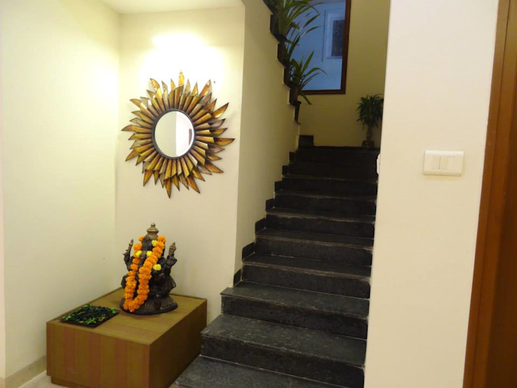 A Simple and stylish Home. Modern corridor, hallway & stairs by Freelance Designer Modern