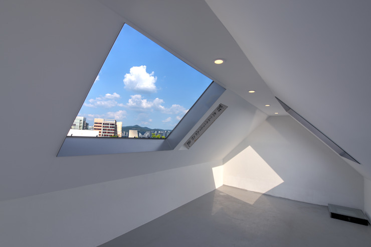 One Roof House 모던스타일 창문 & 문 by mlnp architects 모던
