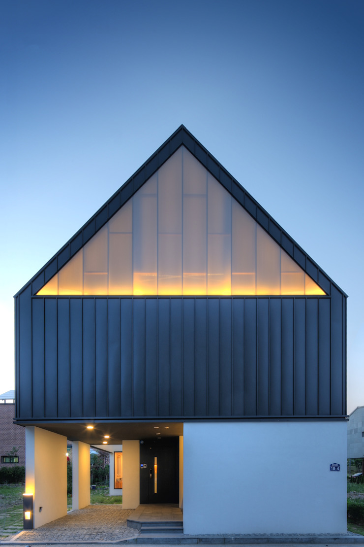 One Roof House 모던스타일 주택 by mlnp architects 모던