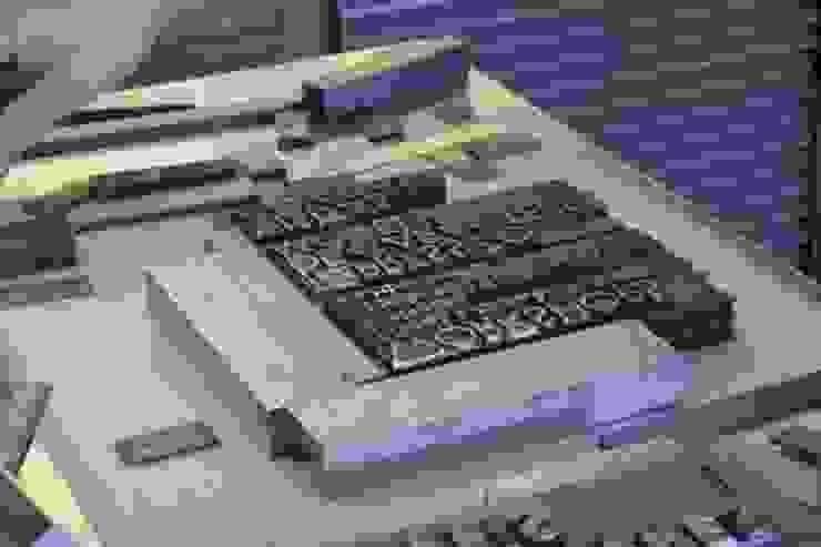 Composição caracteres móveis:  industrial por Tipografia Dias,Industrial