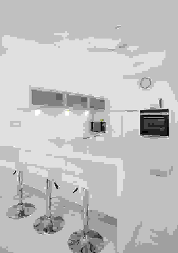 Dr. P.S.John Modern kitchen by stanzza Modern