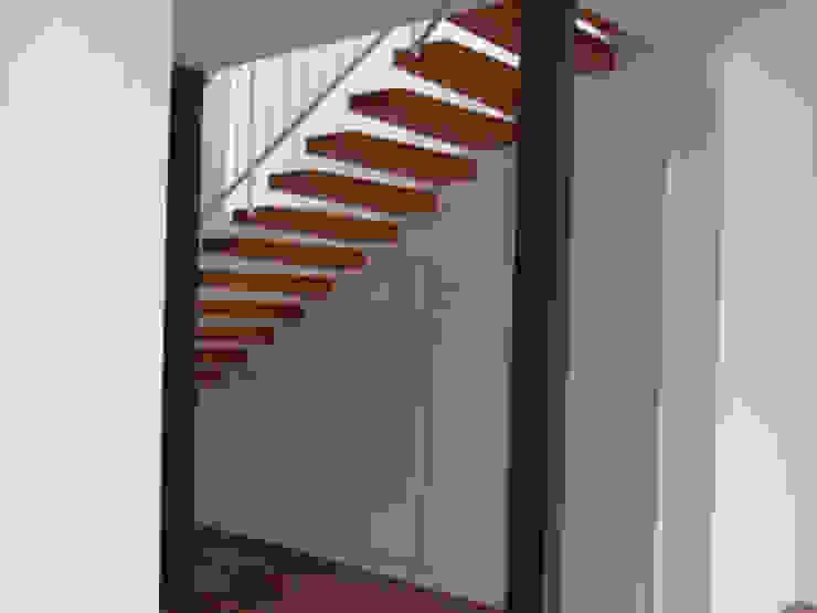 Modern corridor, hallway & stairs by STİLART MOBİLYA DEKORASYON İMALAT.İNŞAAT TAAH. SAN.VE TİC.LTD.ŞTİ. Modern