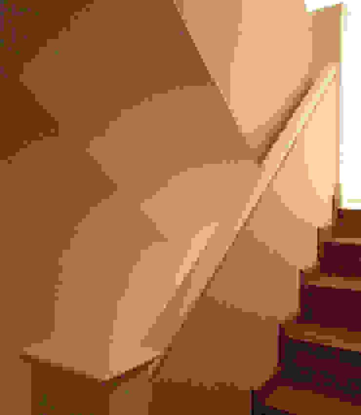STİLART MOBİLYA DEKORASYON İMALAT.İNŞAAT TAAH. SAN.VE TİC.LTD.ŞTİ. Couloir, entrée, escaliers modernes