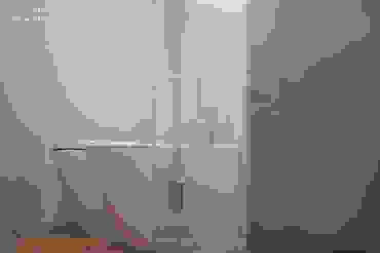 Industrial style bathrooms by Rachele Biancalani Studio Industrial Ceramic