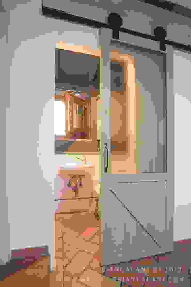 Industrial windows & doors by Rachele Biancalani Studio Industrial Wood Wood effect