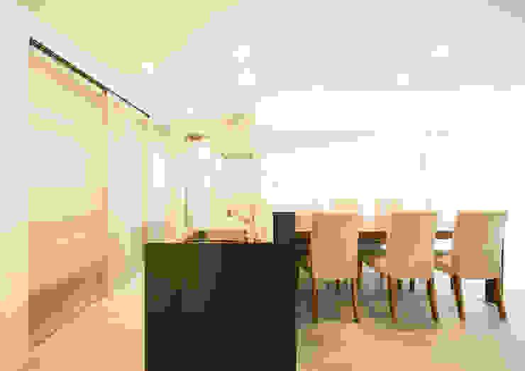 大容量の背面収納がある、対面キッチン: ナイトウタカシ建築設計事務所が手掛けたキッチンです。