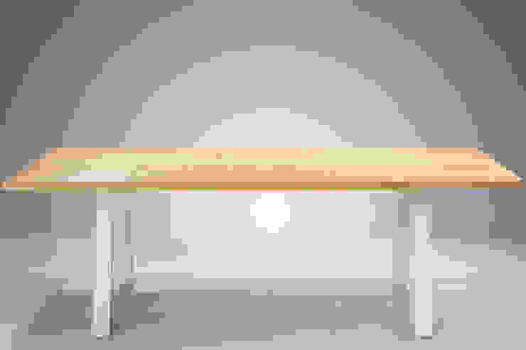 Tisch TADAO: modern  von DOMANI INTERIOR. Möbel. Art. aus Freiburg,Modern Massivholz Mehrfarbig