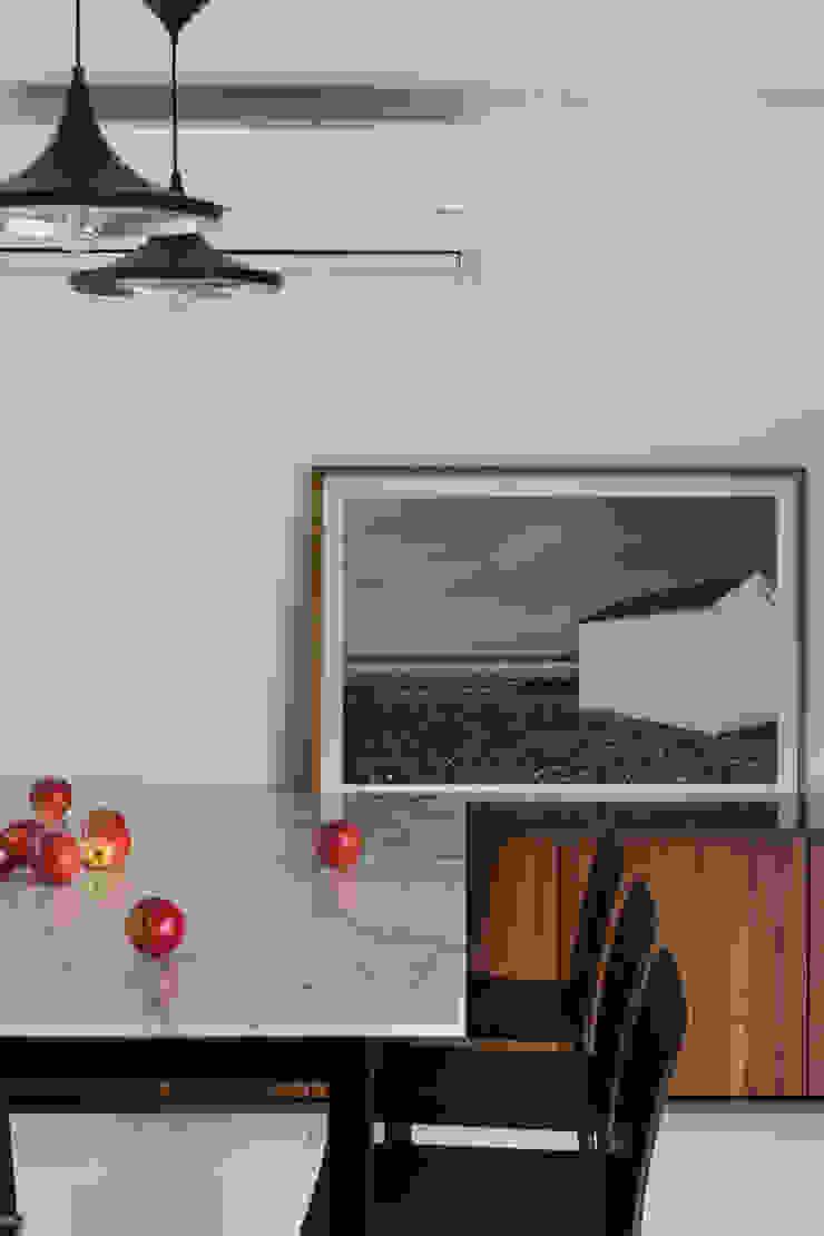 APARTAMENTO JB Salas de jantar minimalistas por AMBIDESTRO Minimalista