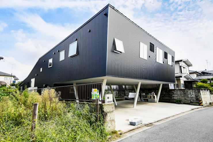 Casas modernas de インデコード design office Moderno Metal