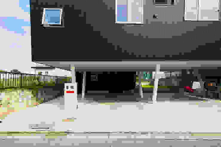外観 モダンスタイルの 玄関&廊下&階段 の インデコード design office モダン 金属