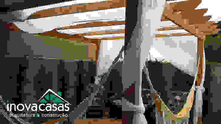 Deck e Pérgola Personalizada. Casas modernas por Inova Casas - Arquitetura e Construção Moderno Madeira maciça Multi colorido