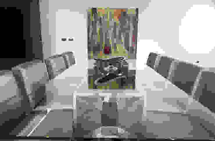 Minimalist dining room by mioconcept Minimalist