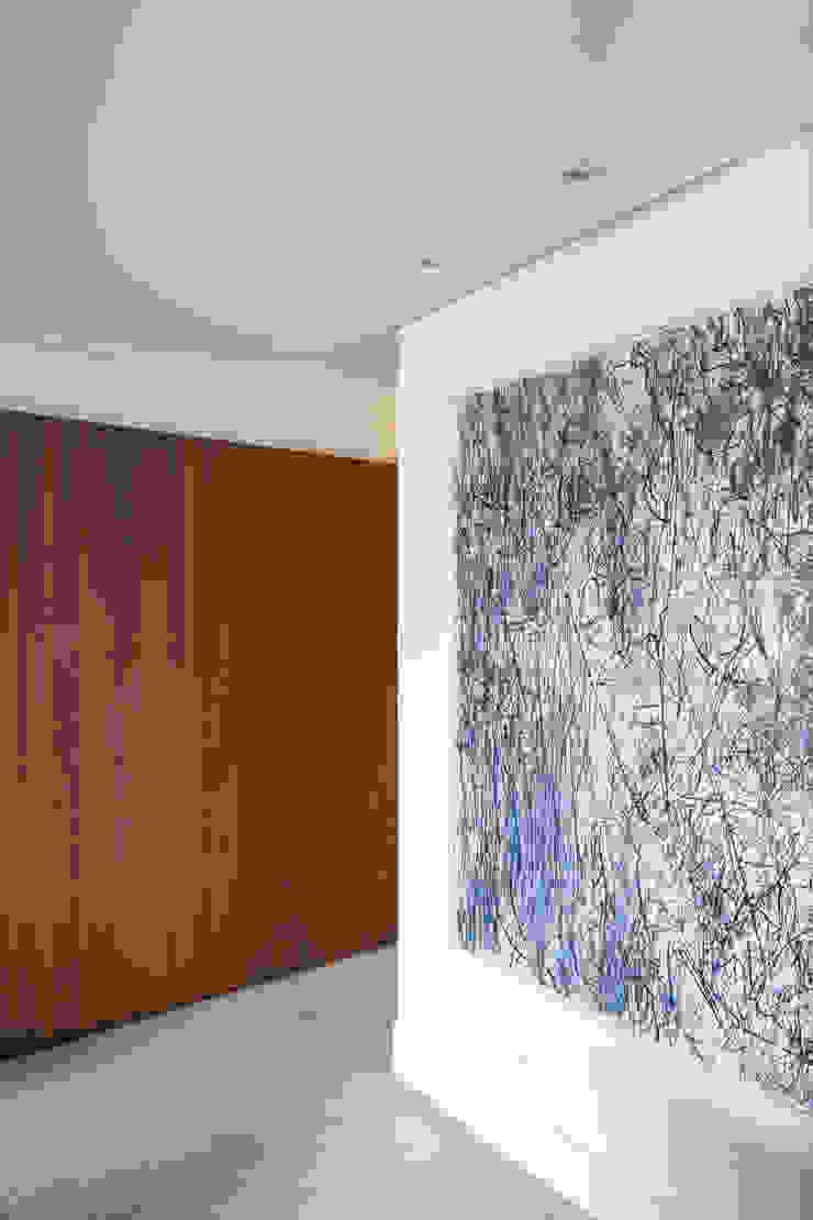 APARTAMENTO JB Corredores, halls e escadas minimalistas por AMBIDESTRO Minimalista