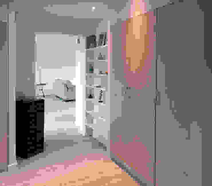 Extension Contemporaine à Meudon Olivier Stadler Architecte Couloir, entrée, escaliersAccessoires & décorations Bois Effet bois