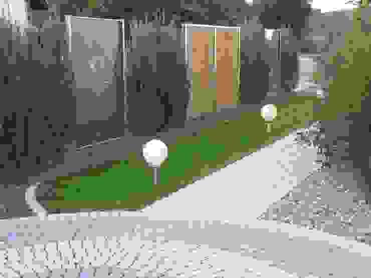 Edelstahl Atelier Crouse: Jardines de estilo moderno