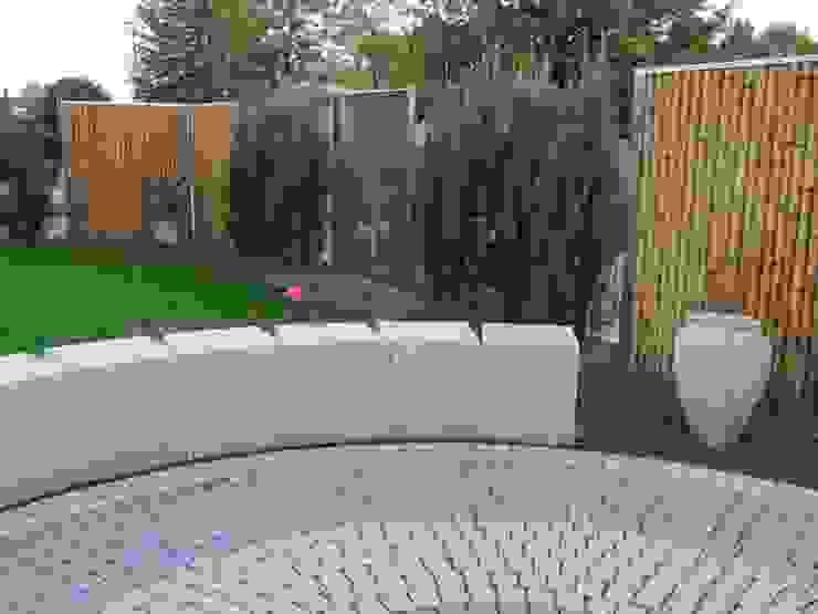 Modern Garden by Edelstahl Atelier Crouse: Modern