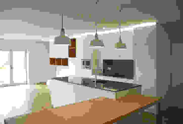 Apartamento em Trandeiras, Braga Cozinhas minimalistas por ASVS Arquitectos Associados Minimalista