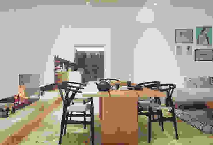 Casa na Póvoa de Varzim: Salas de jantar  por ASVS Arquitectos Associados,Moderno