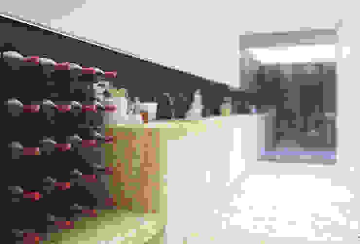 Casa na Póvoa de Varzim: Cozinhas  por ASVS Arquitectos Associados,Moderno