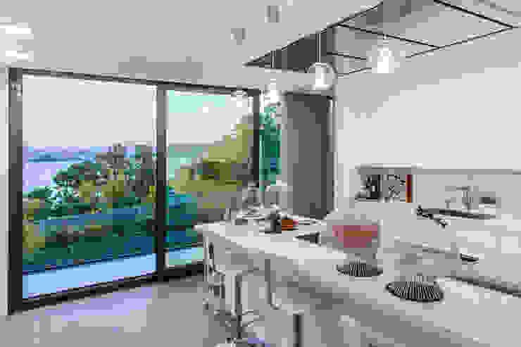 Mansión en el campo con aire urbano Cocinas de estilo moderno de Belén Sueiro Moderno