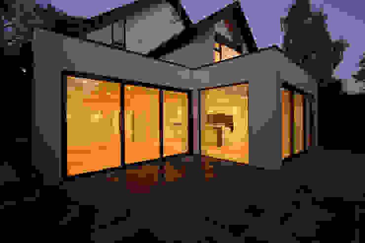Beechcroft Modern windows & doors by IQ Glass UK Modern