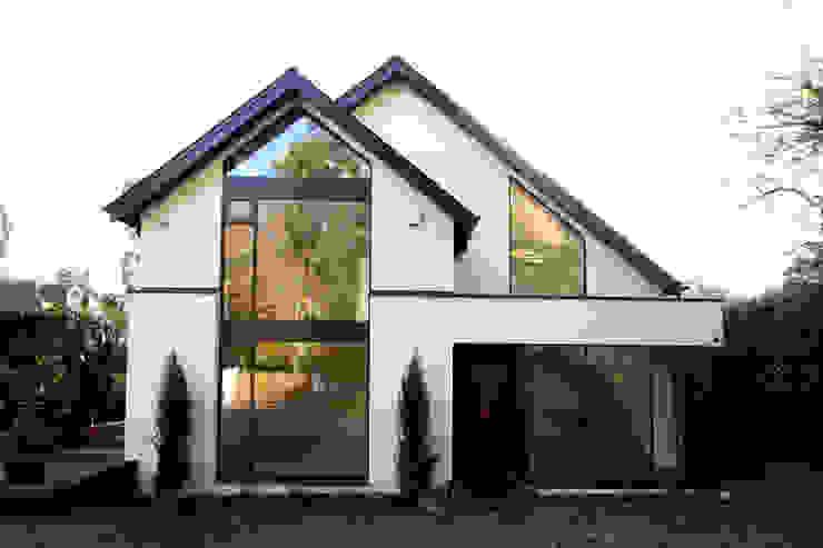 Beechcroft Nowoczesne okna i drzwi od IQ Glass UK Nowoczesny