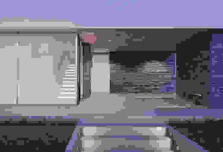 Casa em Arcozelo, Vila Nova de Gaia Corredores, halls e escadas minimalistas por ASVS Arquitectos Associados Minimalista