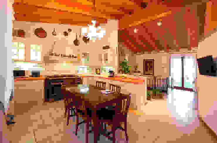 Ristrutturazione Villa a verona Cucina in stile classico di STEFANIA ARREDA Classico