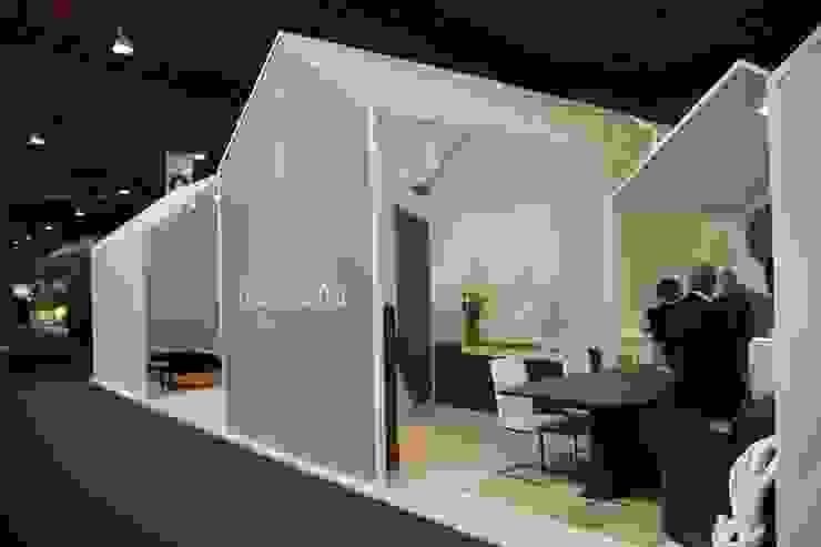 Stand Clara Home, ExportHome 2015, Porto ll Stand Clara Home, Intergift 2014, Madrid (Espanha) ll Stand Clara Home, IMM 2015, Colónia (Alemanha) Centros de exposições modernos por ASVS Arquitectos Associados Moderno